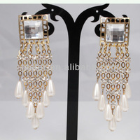 Fashion Jewelry Wide Golden Chain Earrrings with Cluster Pearl