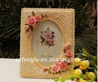 New desgin rippled edge polyresin photo frame with romantic two color combined flowers