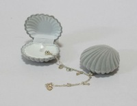 Pretty shaped shell velvet jewelry box