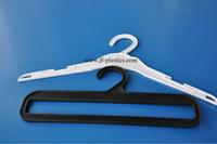 non-slip plastic cloth hanger