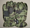 Camouflage ski gloves with polyester lining and leather palm