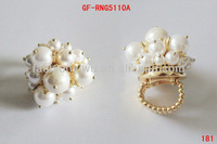 Fashion noble pearls ring