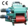 Wood log chipping machine