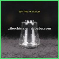 Handblown round clear glass vase for wedding decoration